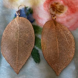 Jewelry - Rose gold leaf earrings